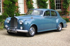 800px-Rolls_Royce_Silver_Cloud_I_1956_licence_plate_1963_Castle_Hedingham_2008