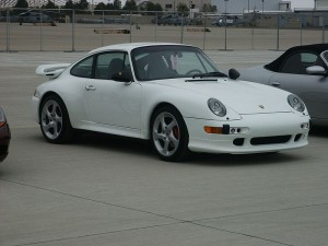 800px-White_Porsche_993_turbo_coupé
